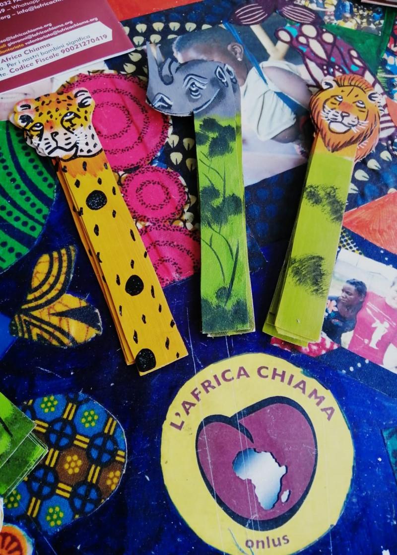 http://www.lafricachiama.org/images/foto_segnalibro_africano_masai_cuoio_regalo_solidale_amazon_libro_segnalibri_africani_animali_leopardo_rinoceronte_leone_regalo_cuore.jpg