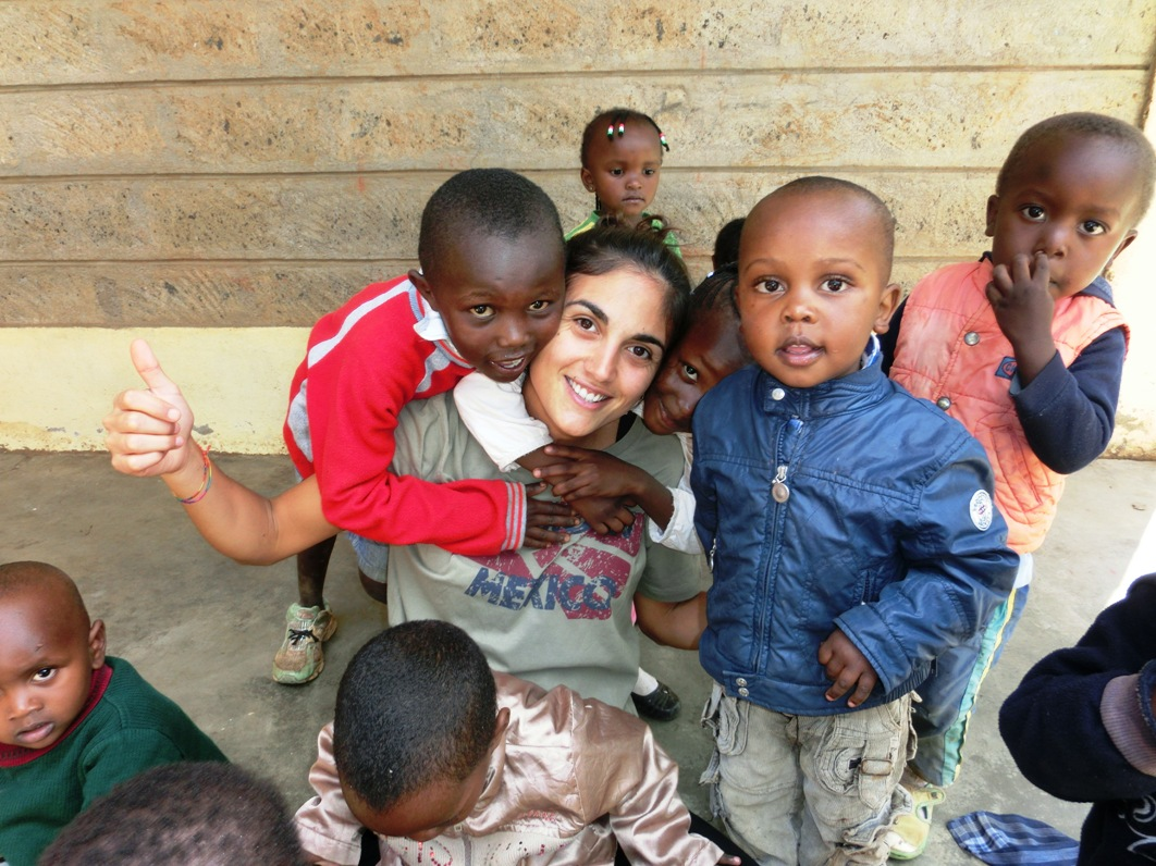 http://www.lafricachiama.org/images/marianna_pigliapoco_volontaria_africa.JPG